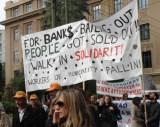 Bankerne blev reddet / Folket blev solgt ud