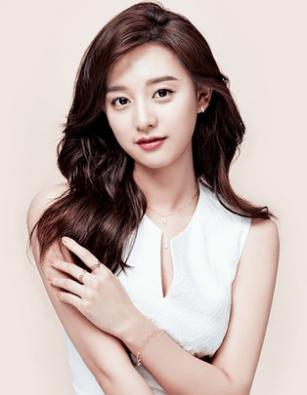 Kim Ji Won in Mollis Ad