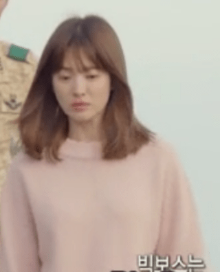 descendants_of_the_sun_song_hye_kyo_pink_sweater_2