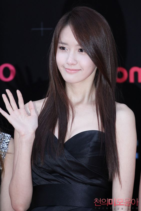 korean kpop girl group girls generation snsd member yoona straight long hair hairstyle for girls kpopstuff