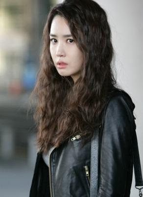 korea korean drama miss ripley actress lee da hae long wavy curly hair boho hippie hairstyles ...