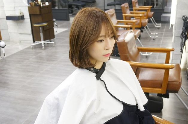 korea korean hot trending haircut short hair c-curl perm see through bangs hairstyle kpopstuff right profile