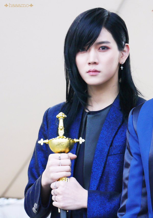 korea korean kpop idol actor nu'est nuest ren long black hair hairstyles for guys kpopstuff
