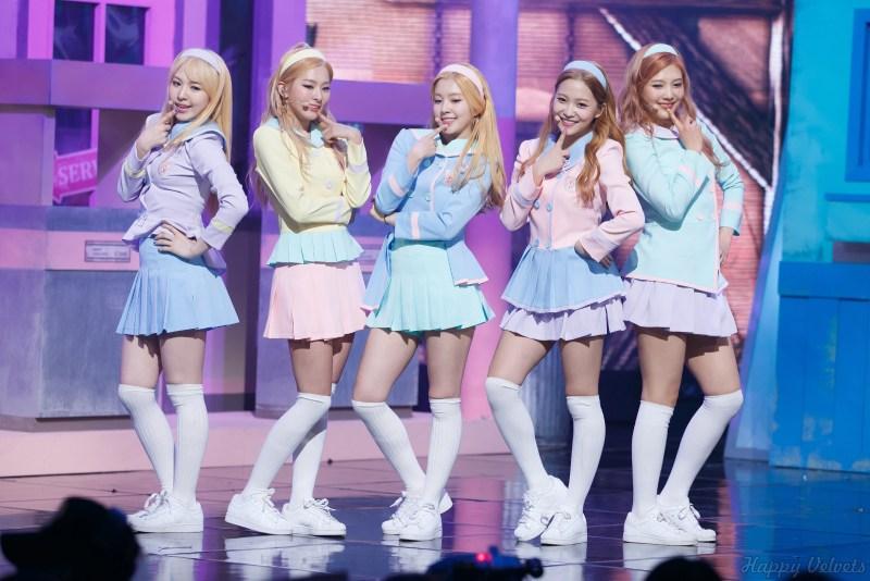 Korea Korean kpop idol girl group band red velvet's hairstyles pastel skirt outfit fashion headband hairstyle style for girls kpopstuff