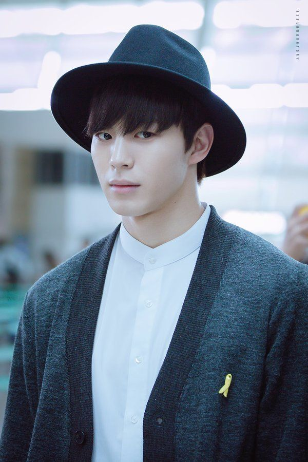 korea korean kpop idol boy band group vixx fedora fashion hongbin hat matching sweater airport fashion looks outfit styles for guys kpopstuff