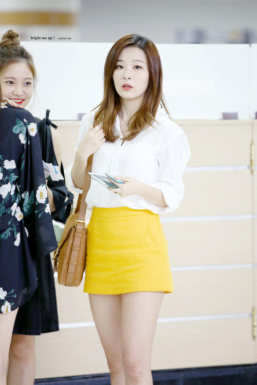 korea korean kpop idol girl band group red velvet's skirt fashion looks seulgi's modern chic yellow skirt outfits style for girls kpopstuff