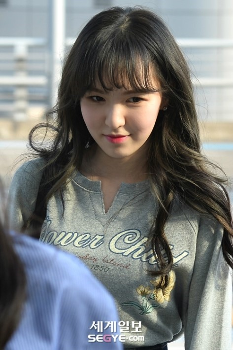 korea korean kpop idol girl group band red velvet wendy's airport fashion the denim skirt flower child grey shirt outfit looks for girls kpopstuff