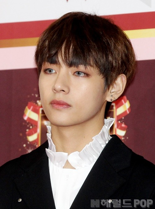 korea korean kpop idol boy band group BTS colored contacts for blood sweat tears contact lenses v taehyung grey colored lenses fashion makeup for guys kpopstuff