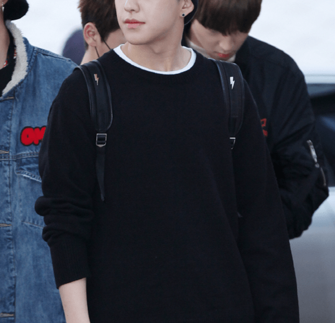 korea korean kpop idol boy band group seventeen hoshi's airport fashion all black knit style airport looks guys kpopstuff main