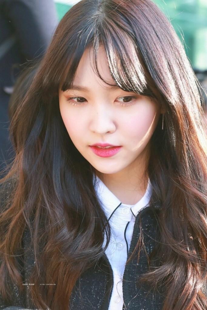 korea korean kpop idol girl band group red velvet yeri's see through bangs curly wavy long hair bangs rookie hairstyles for girls kpopstuff