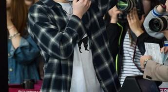 korea korean kpop idol boy band group got7 youngjae's airport outfit look fedora hat black clutch flannel fashion for guys men kpopstuff
