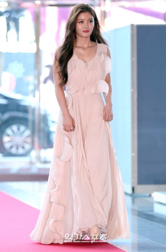 korea korean kpop idol kdrama actress kim yoo jung's dress at baeksang awards pink elegant dress skirt fashion style outfits girls kpopstuffkorea korean kpop idol kdrama actress kim yoo jung's dress at baeksang awards pink elegant dress skirt fashion style outfits girls kpopstuff
