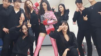 korea korean kpop idol girl group band wonder girls sunmi's fashion looks comeback stage gashina backstage pink floral outfit styles girls women kpopstuff