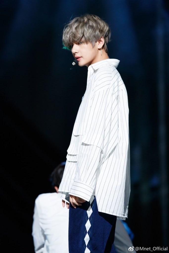 korea korean kpop idol boy band group bts taehyung's dna hair mcountdown stage silver curly wavy long hairstyles guys men kpopstuff