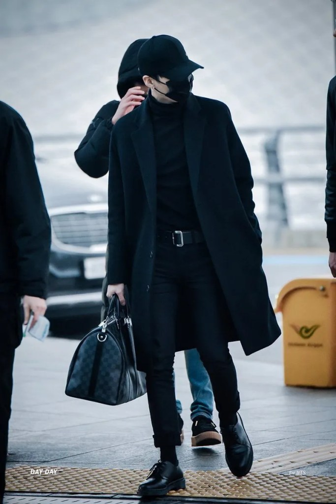 korea korean kpop idol boy band group bangtan yoongi bts suga's black airport fashion casual winter warm outfit style coat looks for guys men kpopstuff