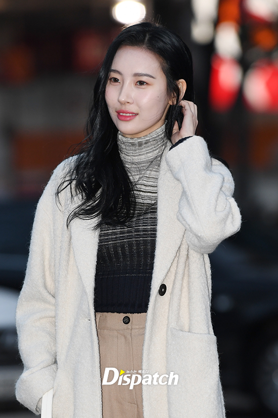 korea korean kpop idol girl group band wonder girls gashina sunmi's winter look cozy sweater khaki business casual graceful outfit fashion for girls women kpopstuff