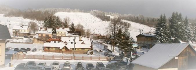 Vila Tina - Zimný výhľad z prázdninového bytu na zjazdovku.