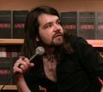 Одблизу со Моџо Килингтон - еден од најискрените активисти, писатели и сценаристи