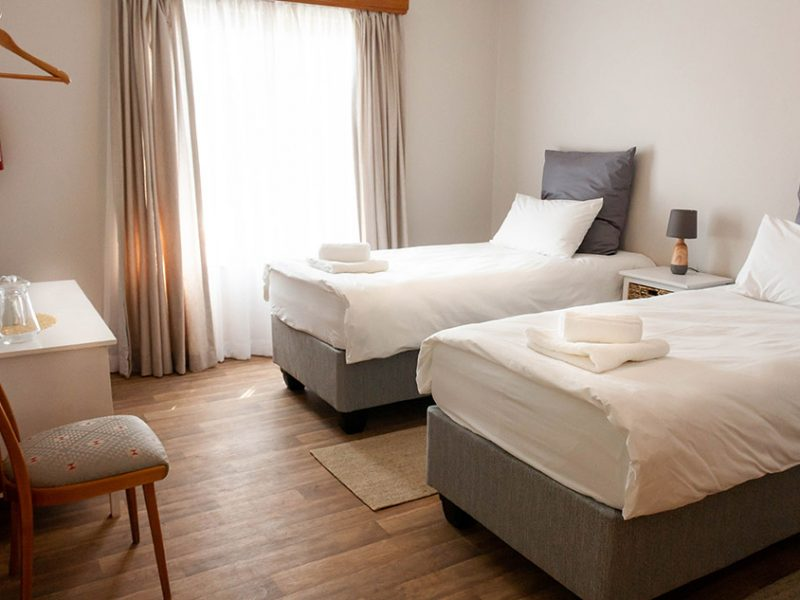Zweibettzimmer oder Doppelzimmer mit Gartenbilck