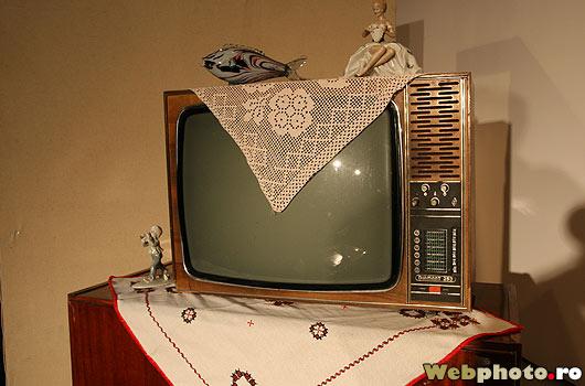 televizor-alb-negru-diaman-bibelouri