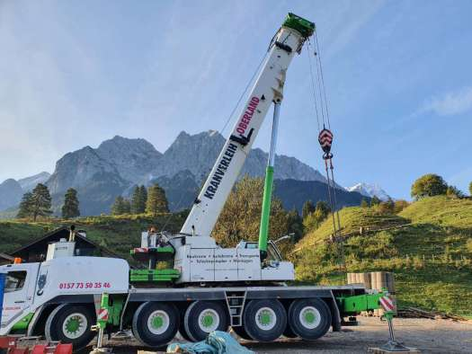 Kranverleih Oberland Autokran mit Blick auf die Berge