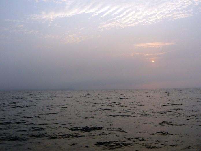 první plavba zpět do Wicku – v mlze je Noss Head