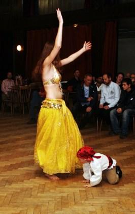 Tanečnice a malý tanečník.