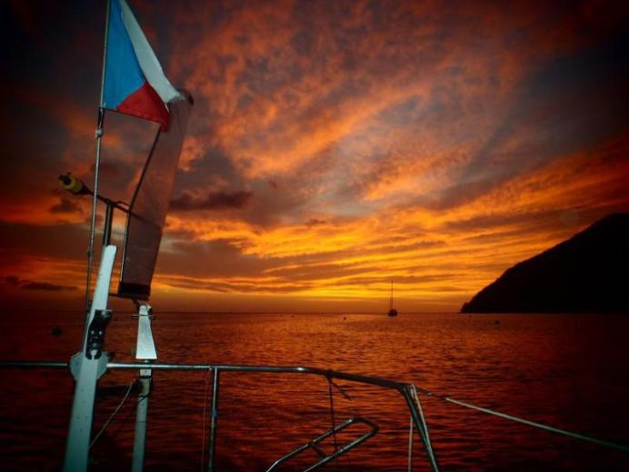 Tropický západ slunce