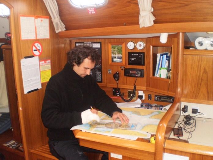 Plavba úzkými kanály se musí pořádně naplánovat.