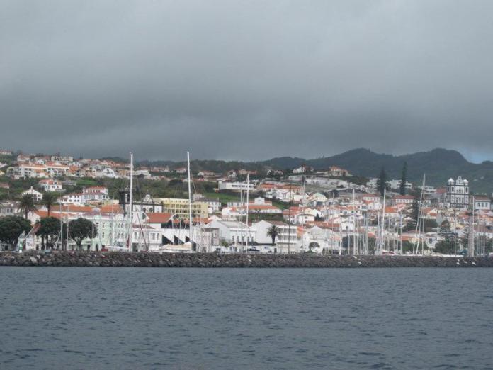 Konečně Azory, přístav Horta.