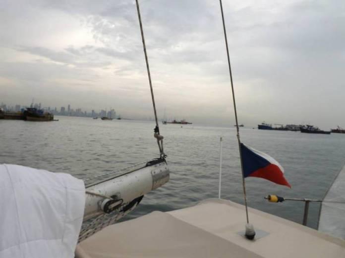 U začátku Panamského průplavu čeká nespočet různých lodí.