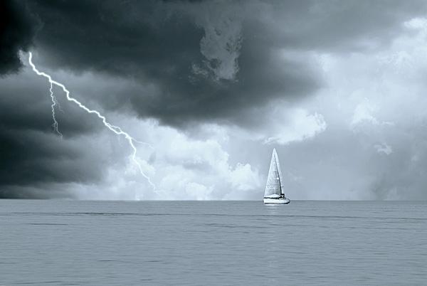 Bouřka vás může na moři potkat kdekoliv a kdykoliv.