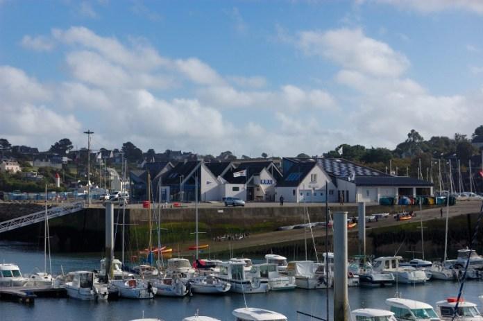 Jachtařský klub a loděnice v L'Aber Wrac'h.