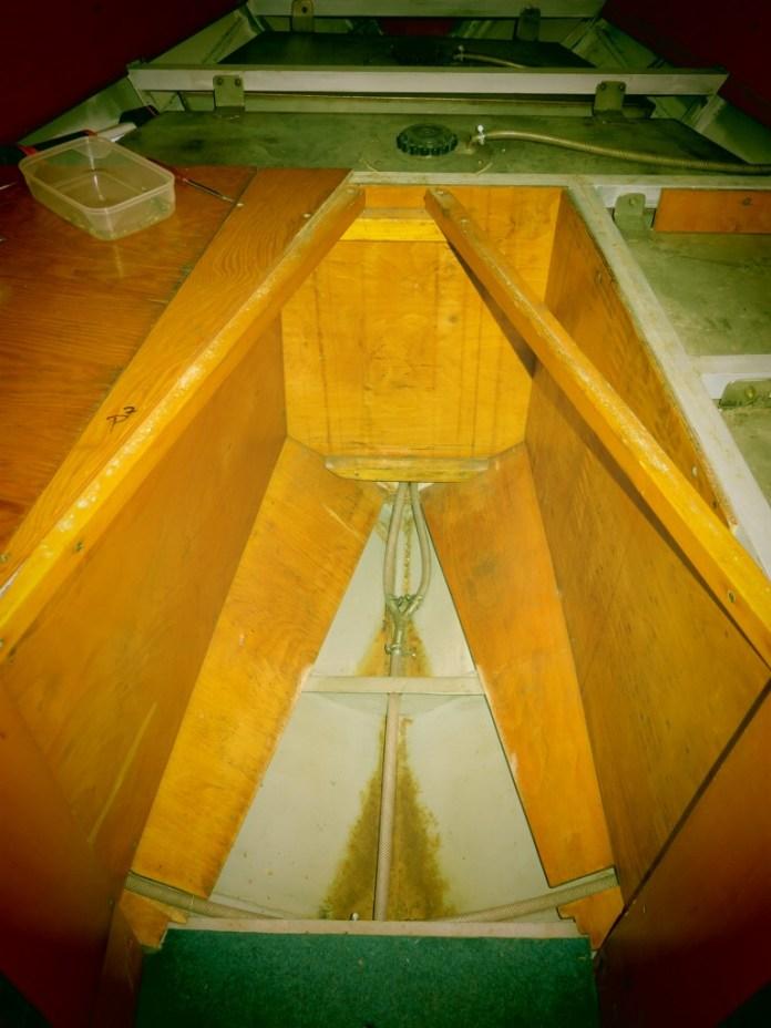 Prorezlý spodek lodi.