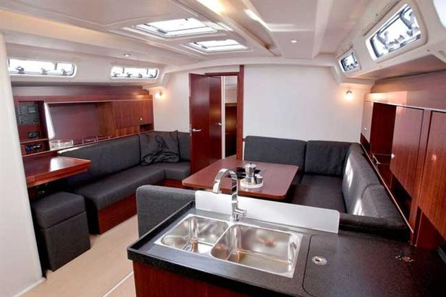 Salón Hanse 445, Zdroj: http://www.croatia-yachting-charter.com