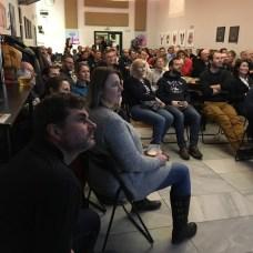 Publikum pozorně poslouchá