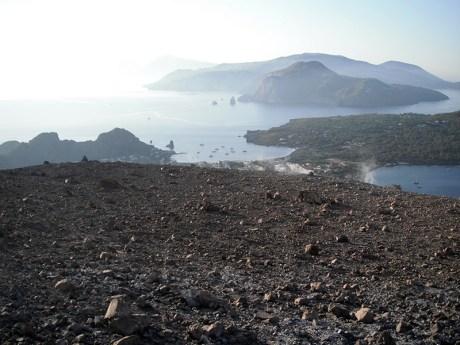 Pohled z vrcholu kráteru na ostrovy