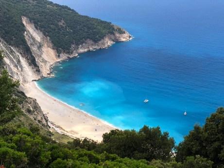 Pláž Myrtos známá i z filmu Mandolina kapitána Corelliho