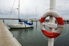 Skoro prázdný přístav v Klintholmu