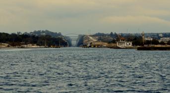 Vstup do kanálu ze západní strany, most je ponořený