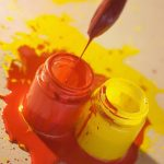 Қызыл және сары бояуды араластыру