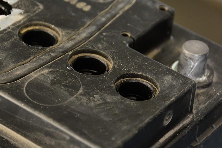 4 4 - Через сколько лет менять аккумулятор в автомобиле
