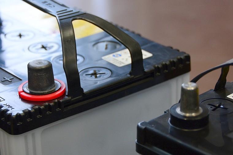 5 2 1 - Через сколько лет менять аккумулятор в автомобиле