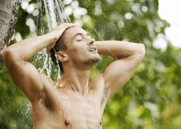 Zakalivanie-holodnoj-vodoj-utrennie-oblivanija-pod-dushem-Закаливание-холодной-водой-утренние-обливания-под-душем