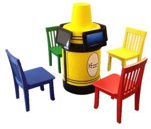 Krayon kiosk table and chairs