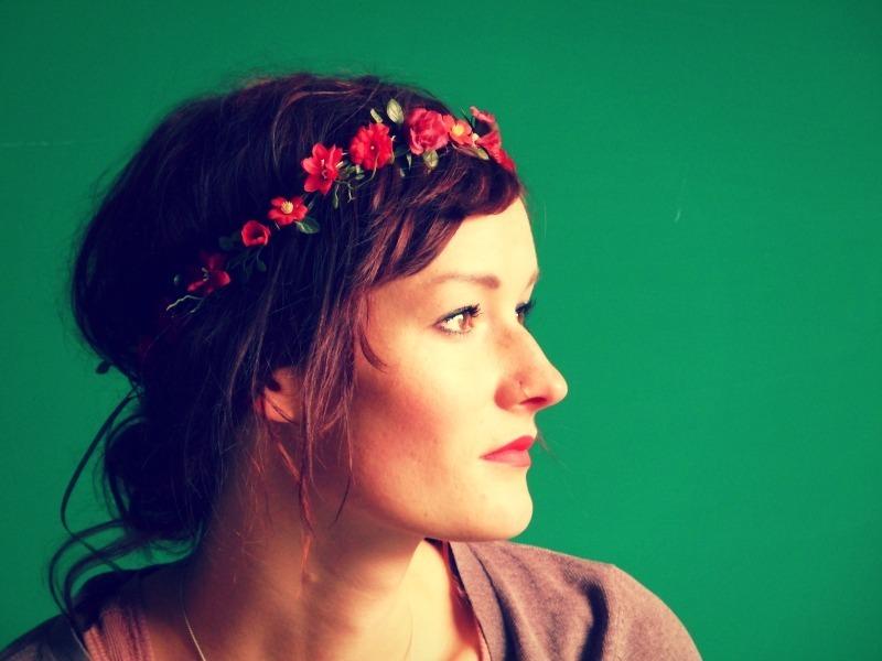 Blumenkrnze im Haar sind diesen Sommer ein filigraner