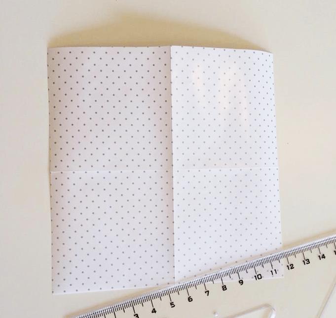 Přeložte papír na polovinu