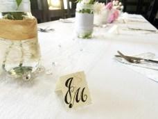 Kartička s monogramem a citátem