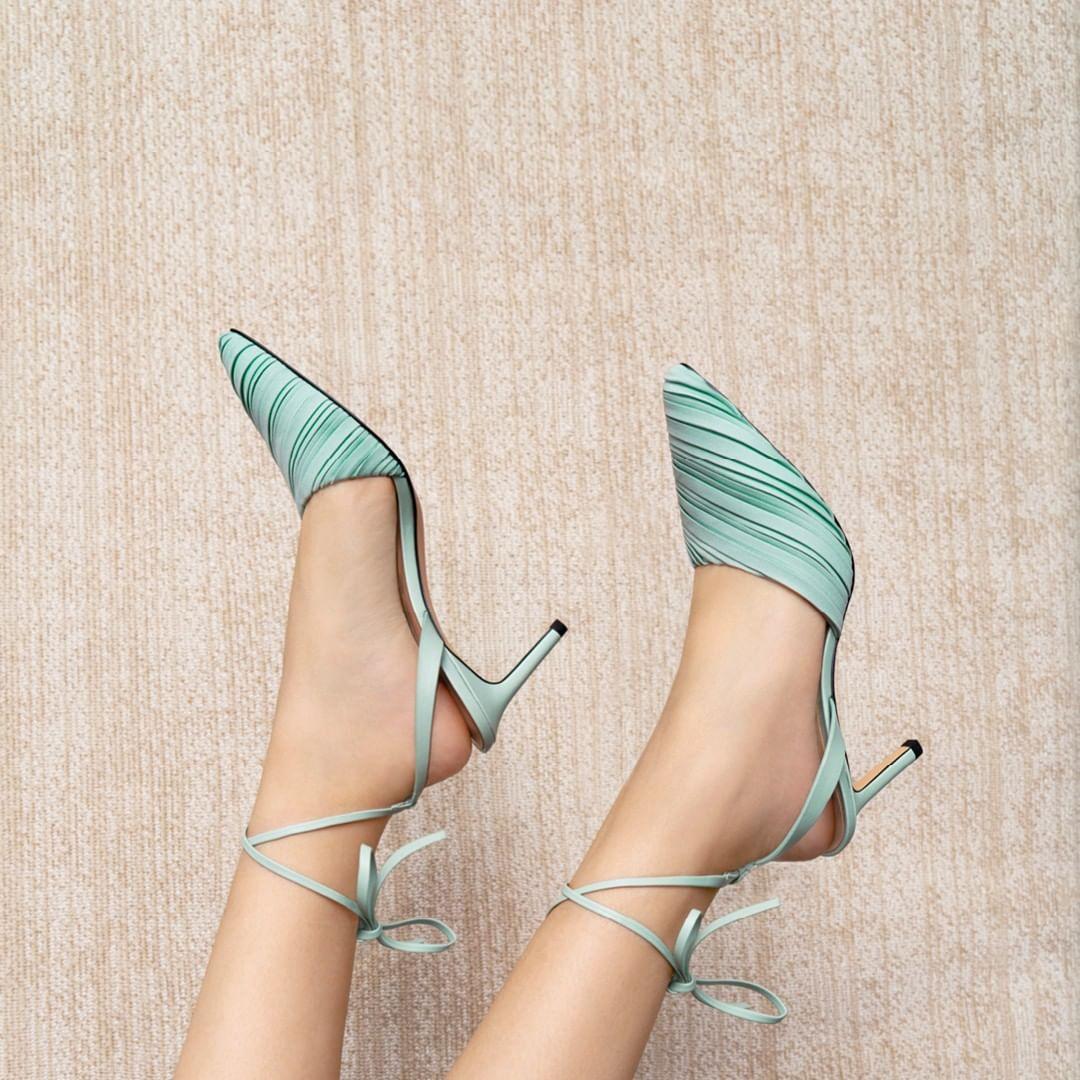 sepatu-high-heels-charles-keith