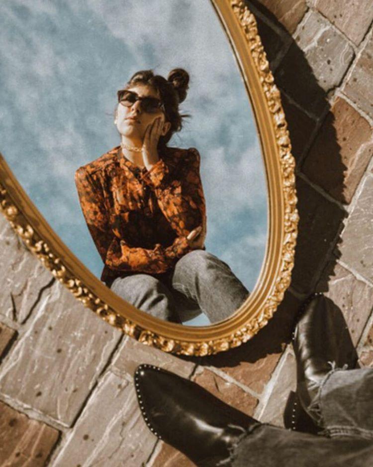 penempatan posisi cermin untuk berfoto